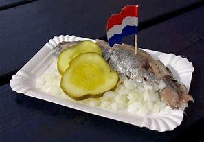 Hollandse Nieuwe Haring met uitjes en zuur